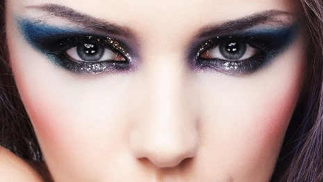 Flaunt Smokey eyes