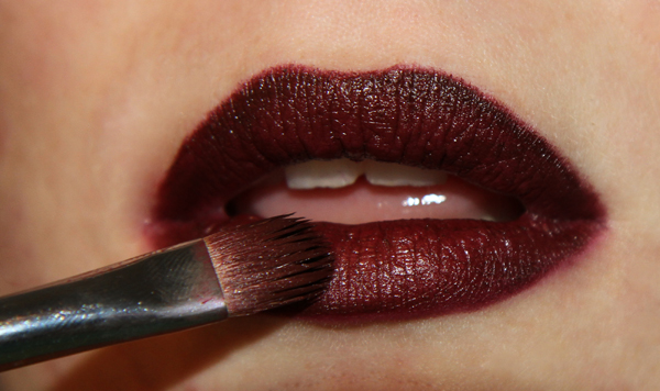 dark-lipstick-brush