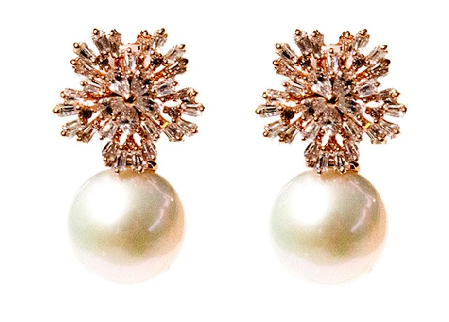 Timeless Pearl Snowflake Queen Pearl Earrings