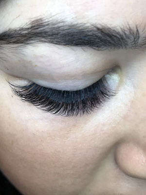 Dazzling Lash Bar: Luxe Lashes for Valentines Day